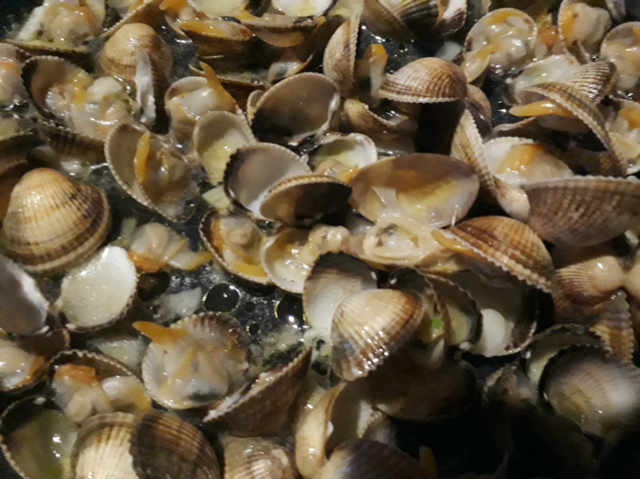 picture showing baked clams