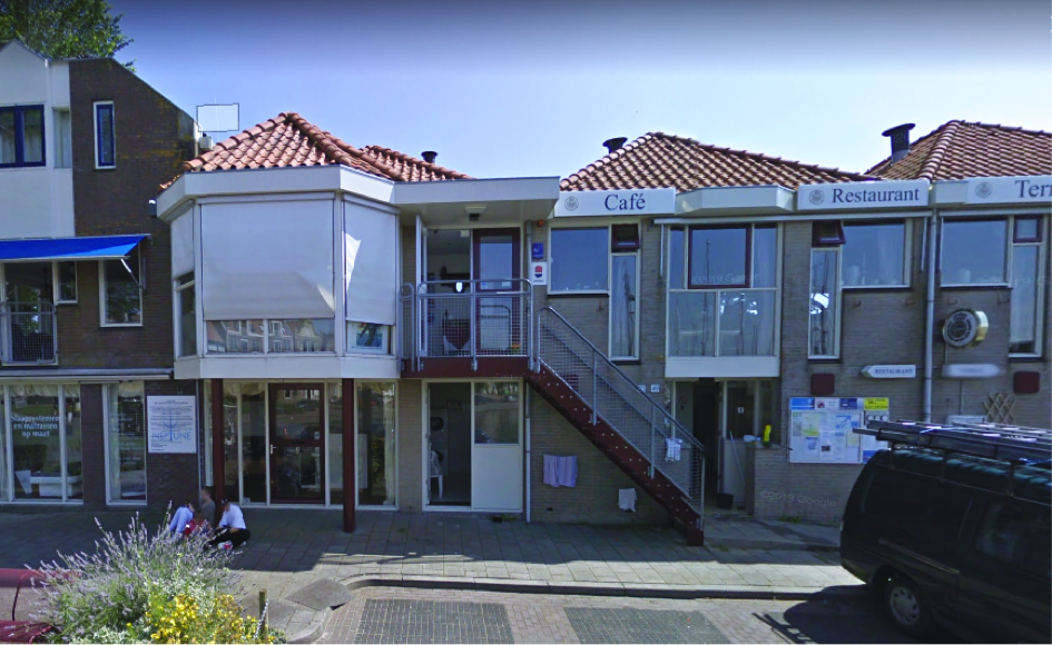 the photo shows that the roofs of the harbouroffice in Medemblik are not suitable for sunboilers to heat the showers and reduce CO2 because they will always be partly in the shadow of a roof.
